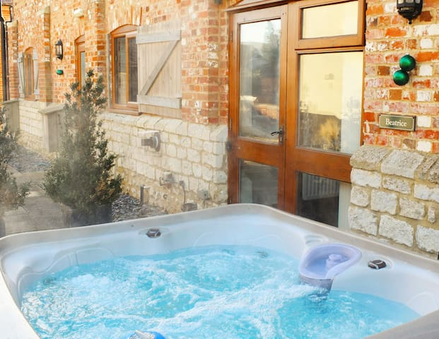 Beatrice @TheVictorianBarn, Pool & Private Hot Tub