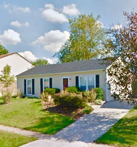 The Louisville Getaway - Charming 3 BR House