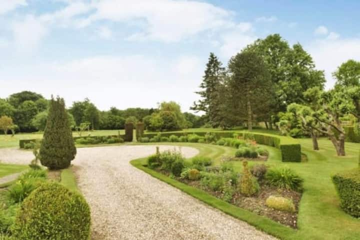 NEW - Beautiful, spacious lodge, lovely gardens