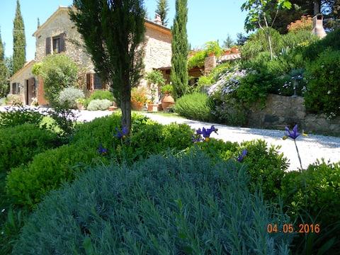 Elegant landhuis in een mooie tuin