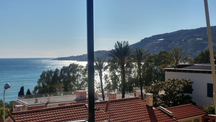 Beautiful Riviera private apartment in the nost elegant quarter in town with lovely views quiet street & neighbourhood