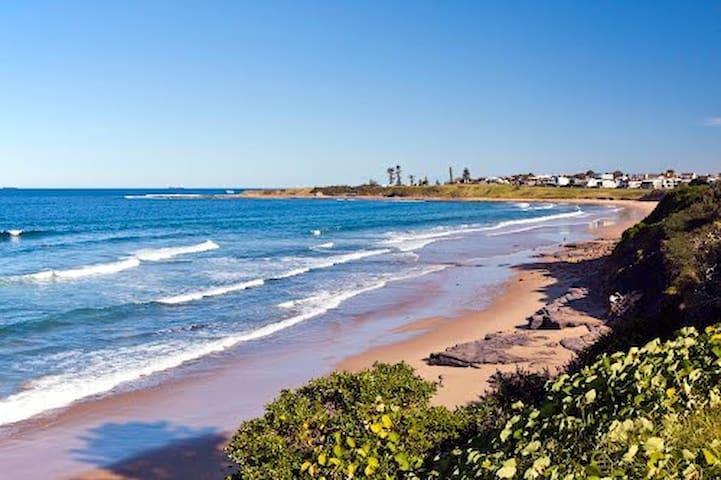McCauley's Beach Studio, 1 hour from Sydney