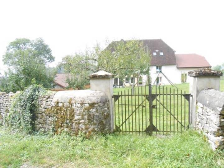 Chambre d'hôtes jardin à la Ferme de Montard