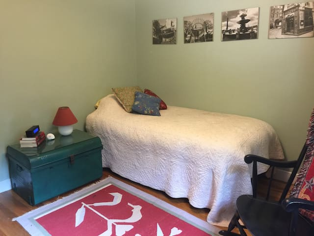 Cozy quiet single room - Natick