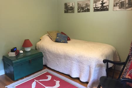 Cozy quiet single room - Natick - Hus