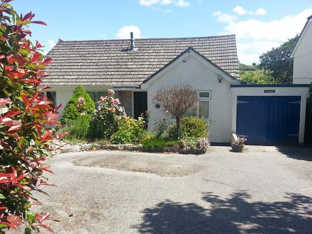 JOYLANDS, pet friendly, with a garden in Falmouth, Ref 914916