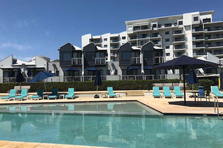 Ascot Riverside Pool Apartment