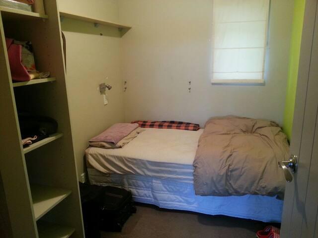 Big home. Comfy room, close to town & River (S) - Whanganui - บ้าน