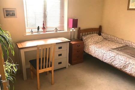 Comfortable  Single Bed +free parking