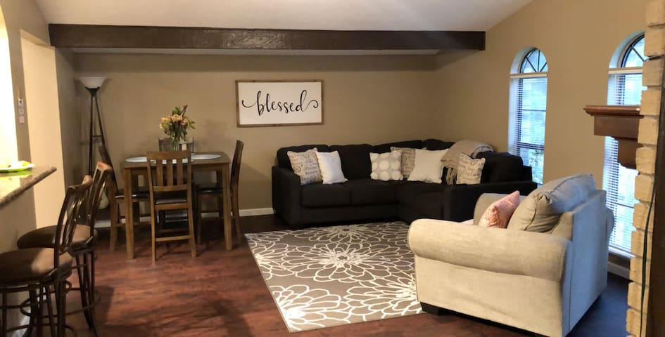 Beaut bedroom in the <3 of DFW w/ private bathroom