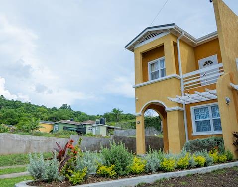Escape Villa at Vista, Runaway Bay- 2 b/r Townhous