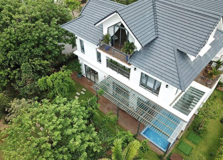 Villa 4- Bedrooms with Garden View