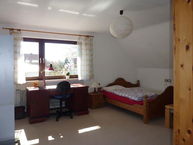 Ruhiges, verkehrsgünstiges Doppelzimmer - Baiersdorf - Haus