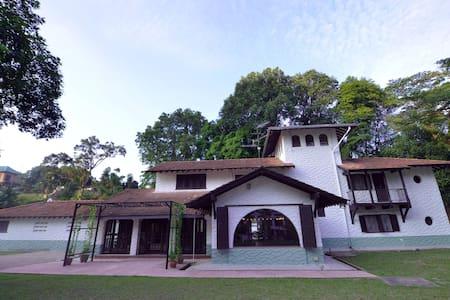 Straits Hill Villa - Teluk Ramunia Suite - Johor Bahru