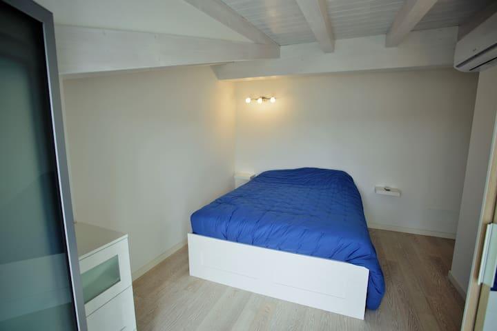 The second double bedroom, picture from terrace / La seconda camera matrimoniale vista dal terrazzo