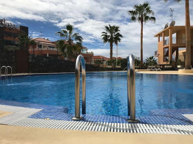 8 Lunas Adeje: 2 habitaciones, parking y piscina!