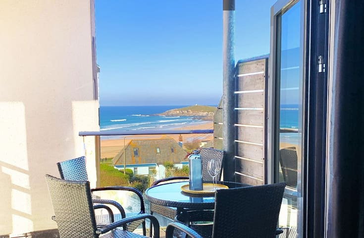 33 Ocean one is a beautiful 2 bedroom ocean view Fistral apartment - NOW WITH 15% OFF REMAINING JULY 2019 DATES
