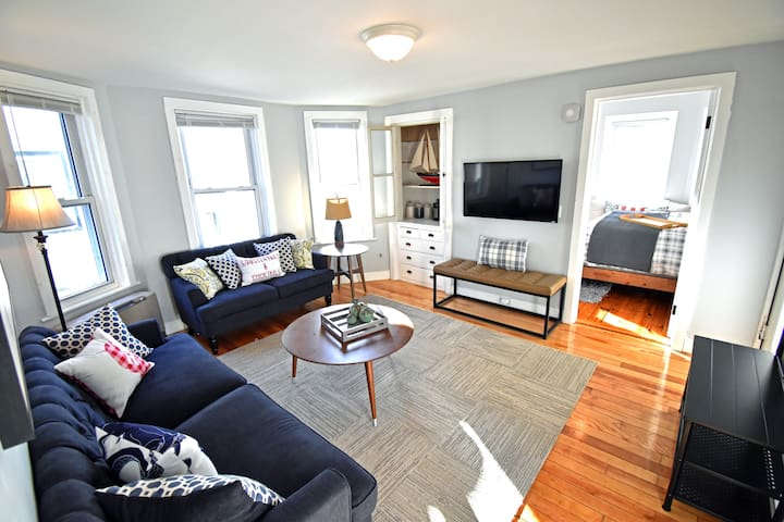 Convenient, Modern Thompson's Point 3-Bed Flat