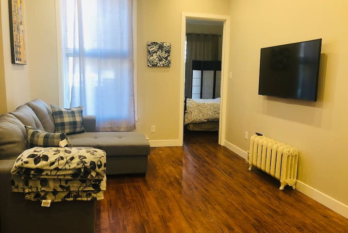 SUPERB APARTMENT - CLOSE TO LA FONTAINE PARK & MONT-ROYAL STATION