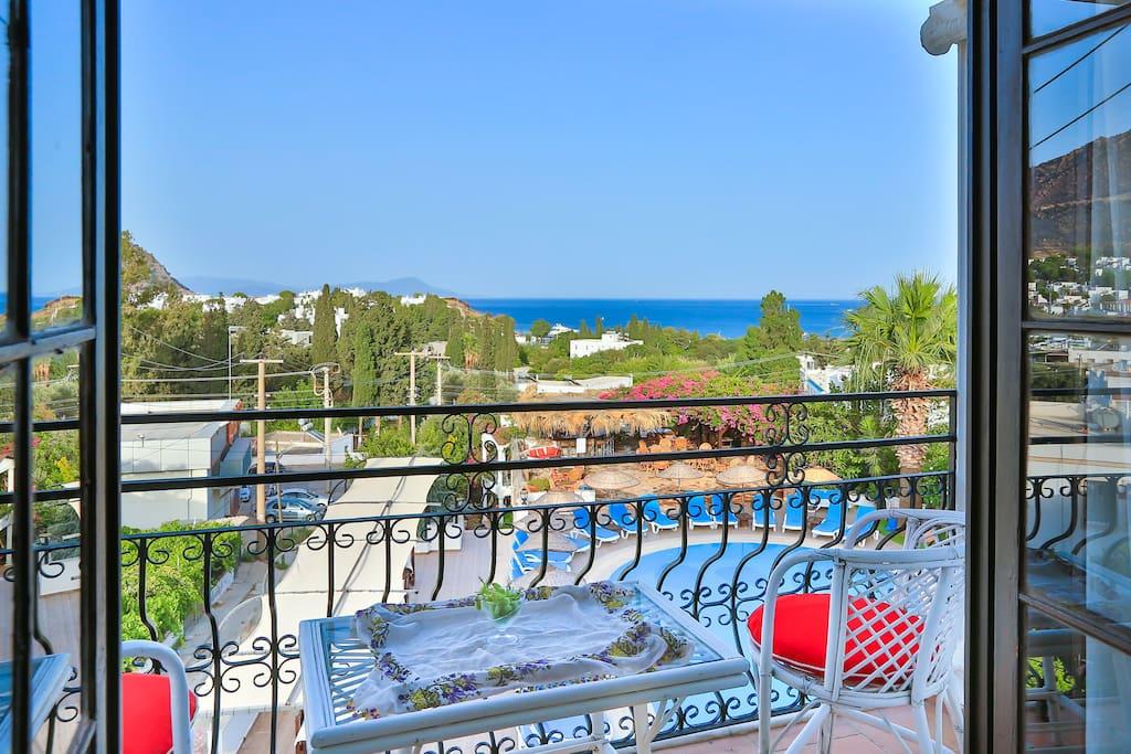 standart oda deniz manzaralı balkon