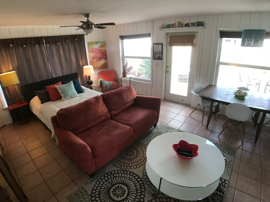 """Large studio includes: queen size bed, love seat couch, dining table, coffee table, mini refrig, Kerig coffee maker, small bathroom, spacious private backyard, 40"""" flat screen, free wifi and more!"""