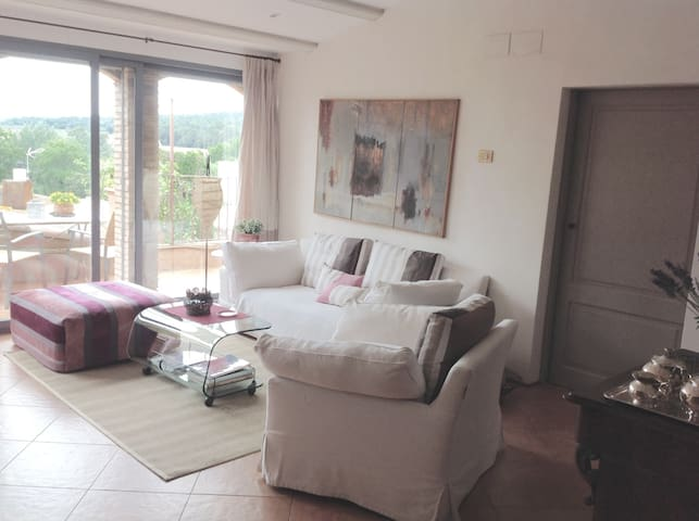 near the beach, old little village - Peratallada - Appartement en résidence