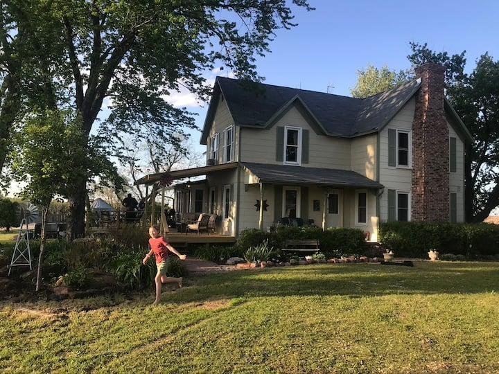++Vintage-Style Farmhouse on the Prairie++