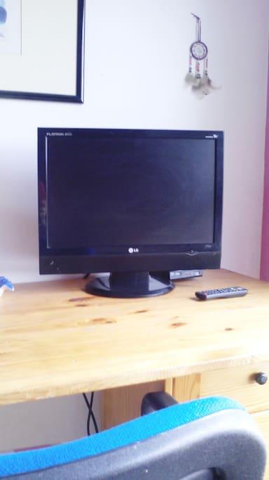 televisión plana y Wifi