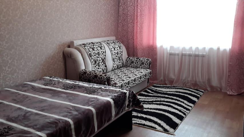 Комфортный двухспальный диван.