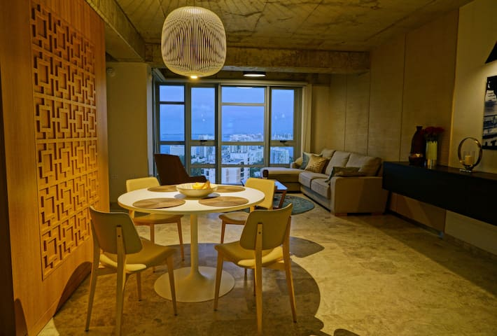 Luxurious 23rd floor unit with stunning views