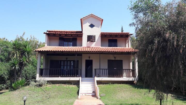 3 bedroom villa in Plaka Drepano