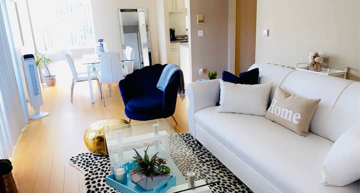 Beautiful Luxury Condo only Minutes from Hollywood