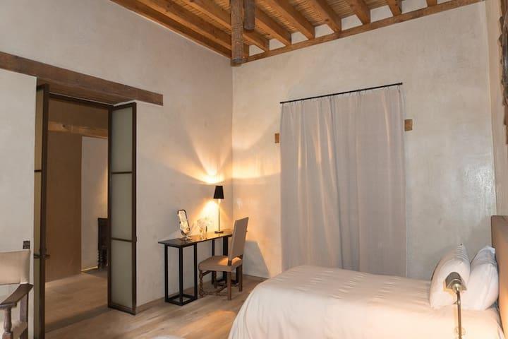 Casa Lloreda South Suite Fabulous location