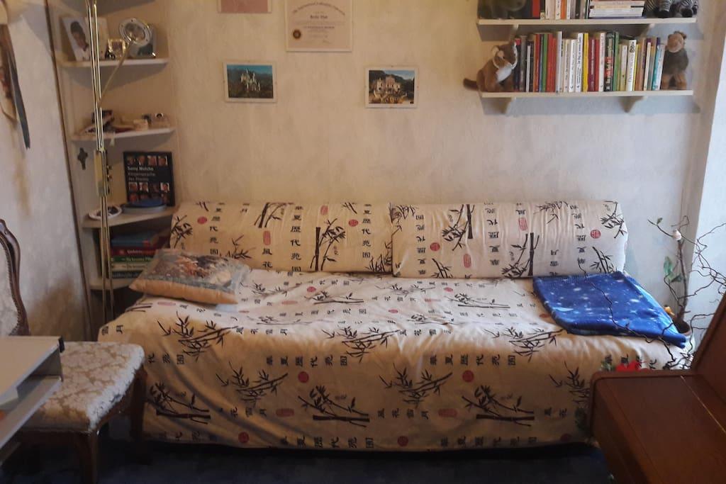 gem tliches zentrales zimmer mit kleinem balkon condos zur miete in n rnberg bayern deutschland. Black Bedroom Furniture Sets. Home Design Ideas
