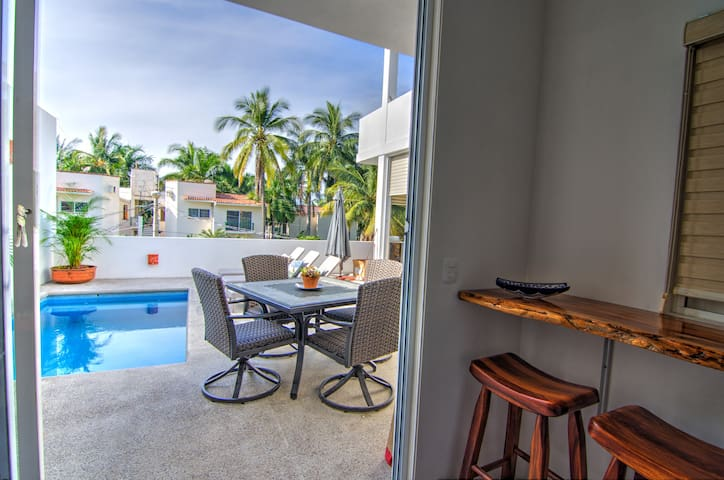 2 Minutes to Beach w/ Pool, Patio & Grill