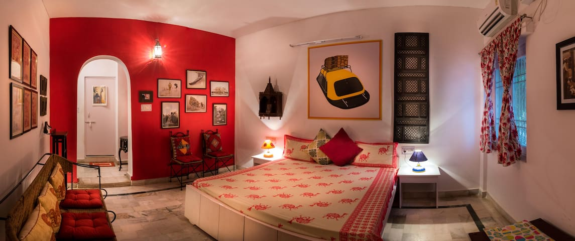 Live in a Lavish Heritage Bungalow near Taj Mahal