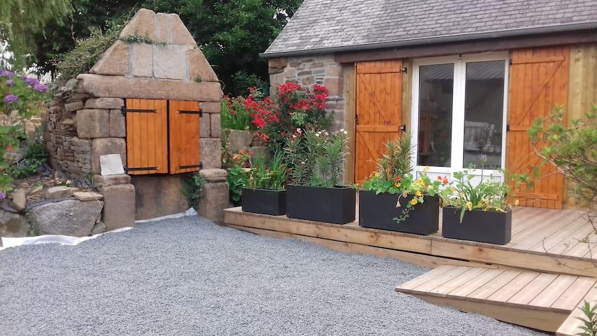 Longère en pierre avec Terrasse - côte granit rose - Lannion - House