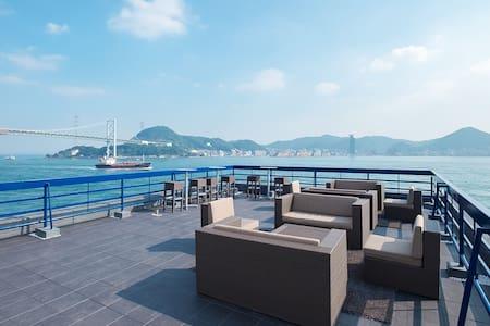 「uzuhouse」洋個室 屋上テラスから関門海峡を一望!唐戸市場・海響館も徒歩圏内
