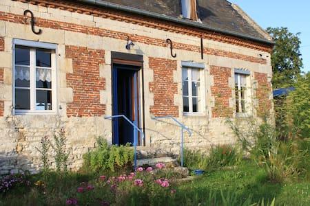 maison ancienne en limite village