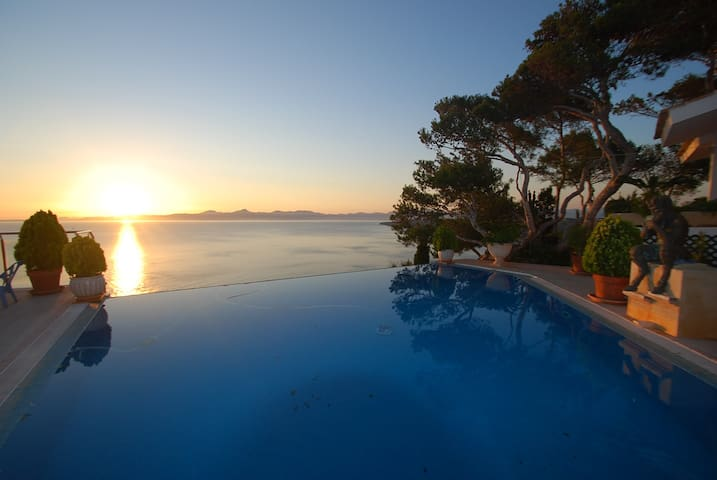 AMAZING VIEWS OVER PALMA BAY - Llucmajor - House