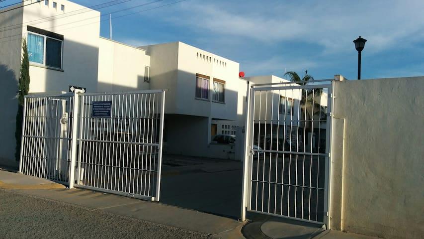 Casa Amueblada para 6 personas en Privada - Aguascalientes - Casa