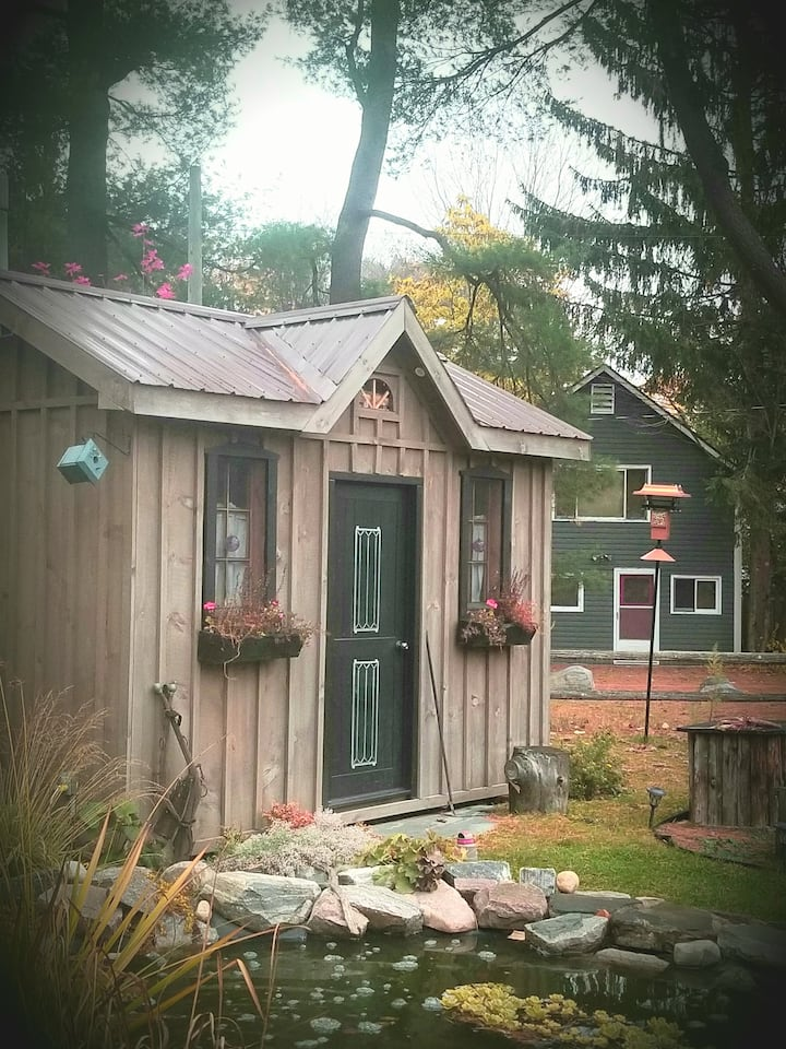Parkside Eco Sleeping Cabin with lakeview