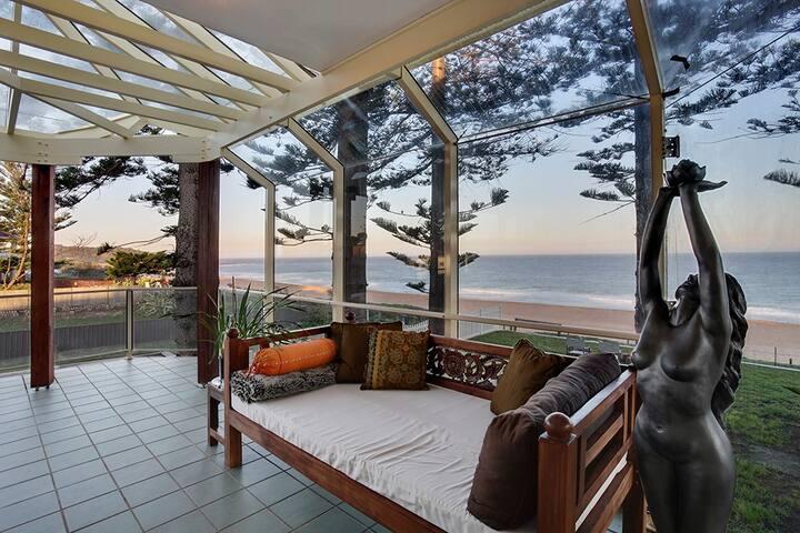 Octavia Pines ~ Absolute Beachfront - Narrabeen - Pis