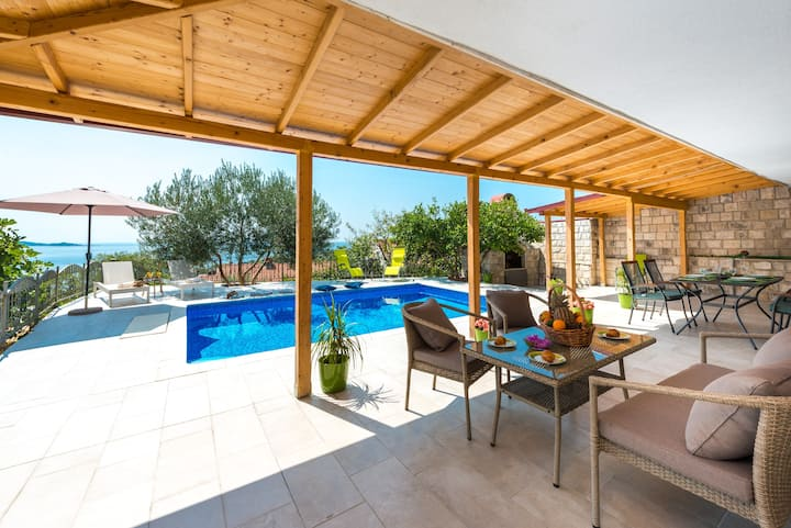 Vila Azur-Exceptional privacy- Fascinating sunsets