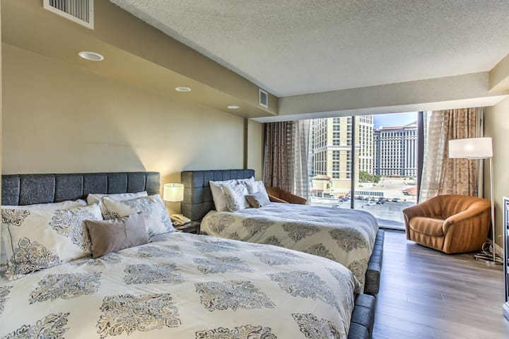 Bedroom with 2 Queen Beds and Sitting Area with View