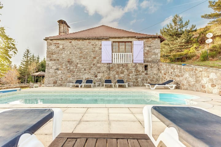 Restored farmhouse with lovely private pool and great view on surrounding