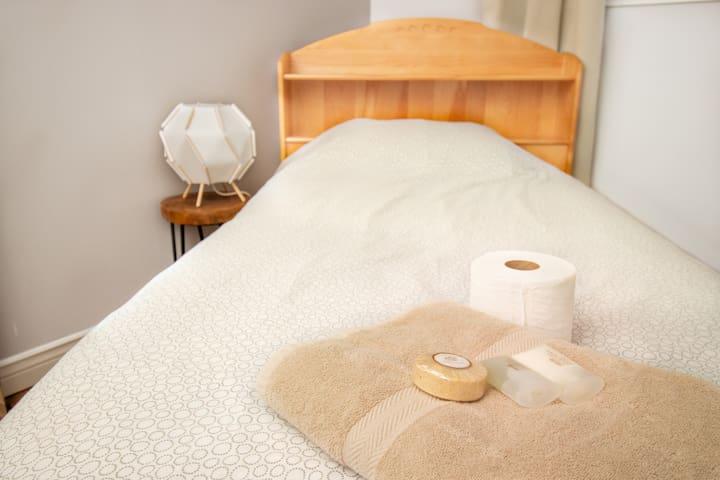 Stylish, Minimalist Bedroom