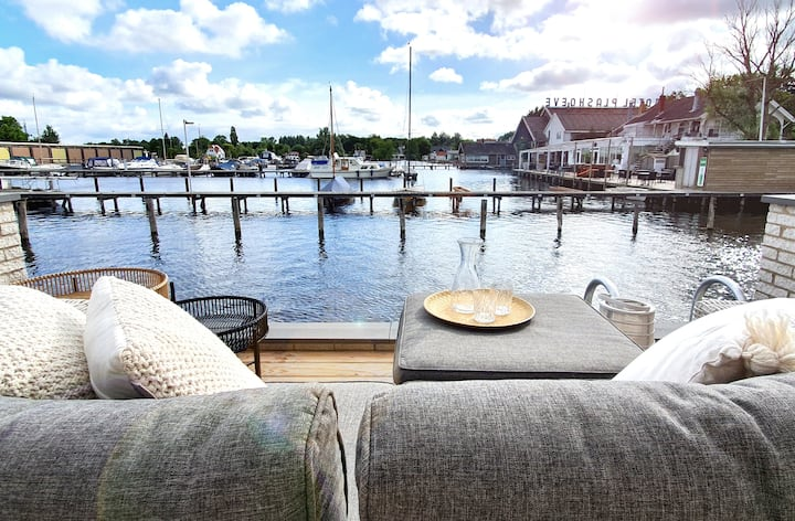 Lovely waterfront maisonette in Vinkeveen