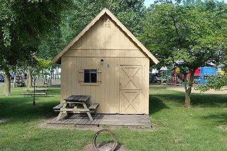 4 Person Cabin w/ Fridge Near CEDAR POINT
