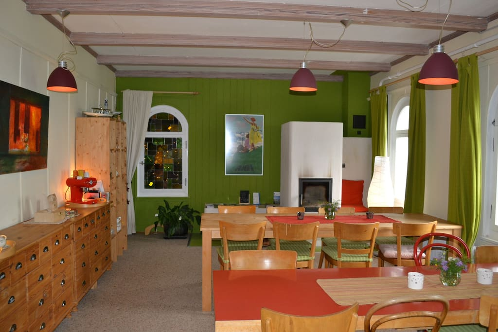 Frühstücks und Aufenthaltsraum mit Cheminée